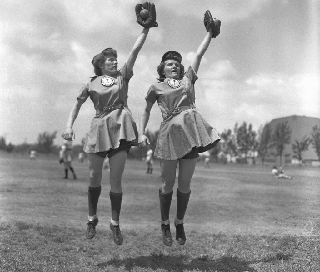 2-women-in-baseball-aagpbl-girls-baseball-66562-61872.jpg