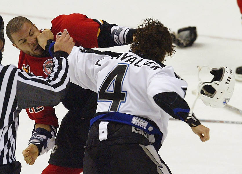 vincent-lecavalier-fights-jarome-iginla-in-a-game-that-changed-the-momentum-91874-20466.jpg