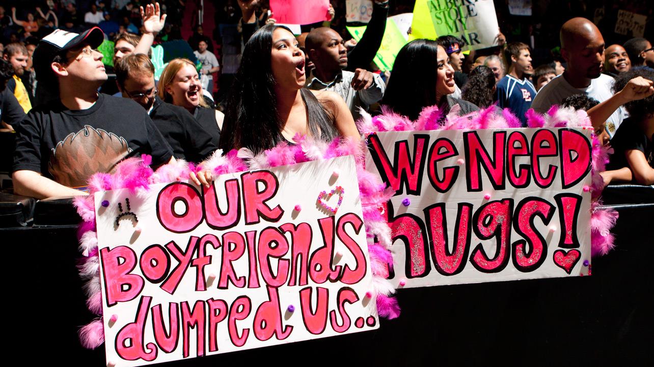 dumped ex girlfriends funny wwe fan signs
