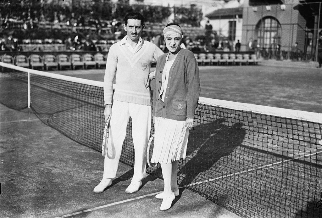 suzanne lenglen has won the most mixed doubles titles for a woman in french open history.