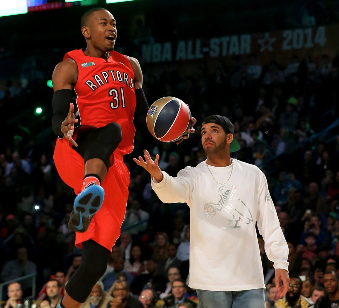 drake in dunk contest holds ball for terrance ross