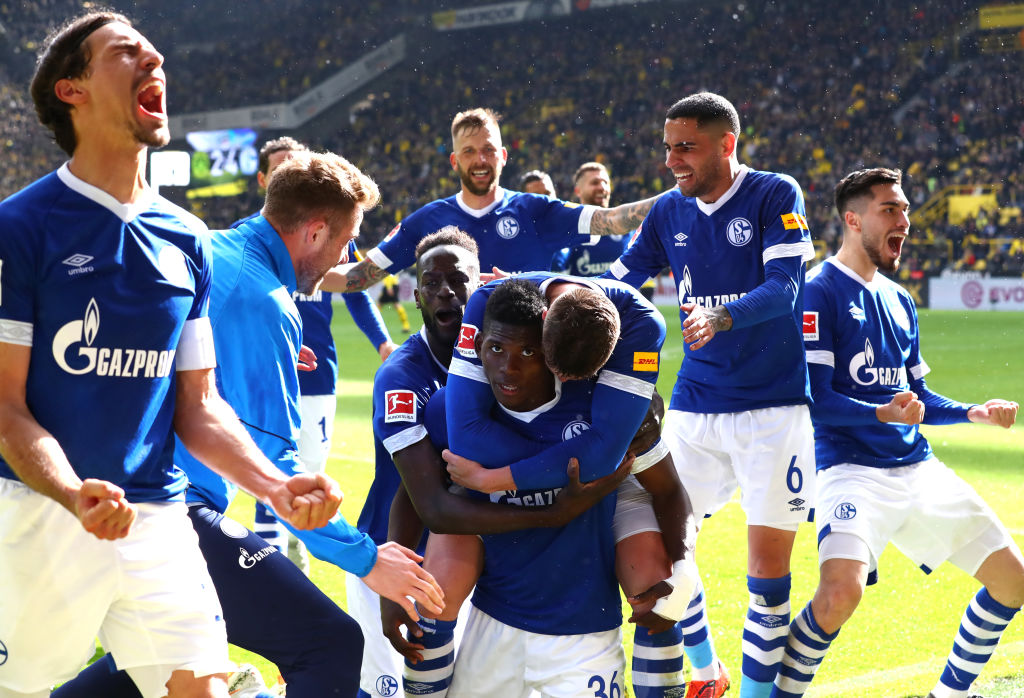 Breel Embolo of FC Schalke 04 celebrates with teammates after scoring his team's fourth goal