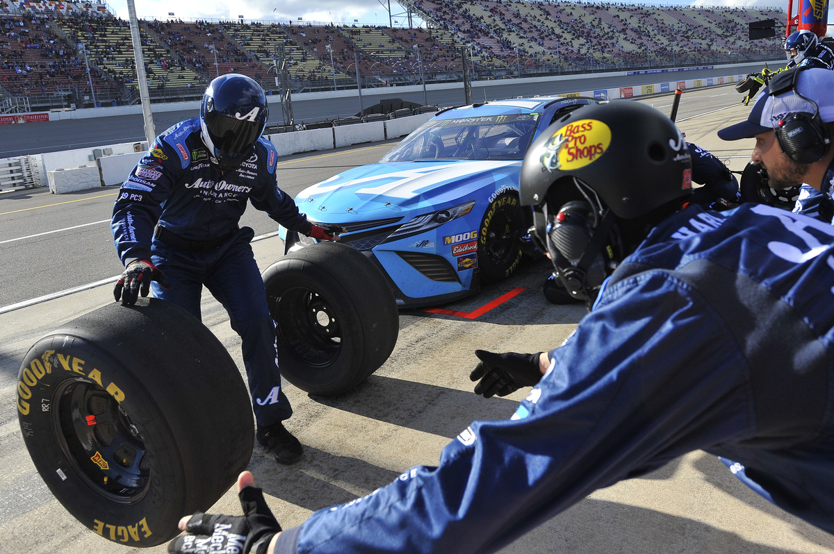 nascar pit crew reasons you love the sport