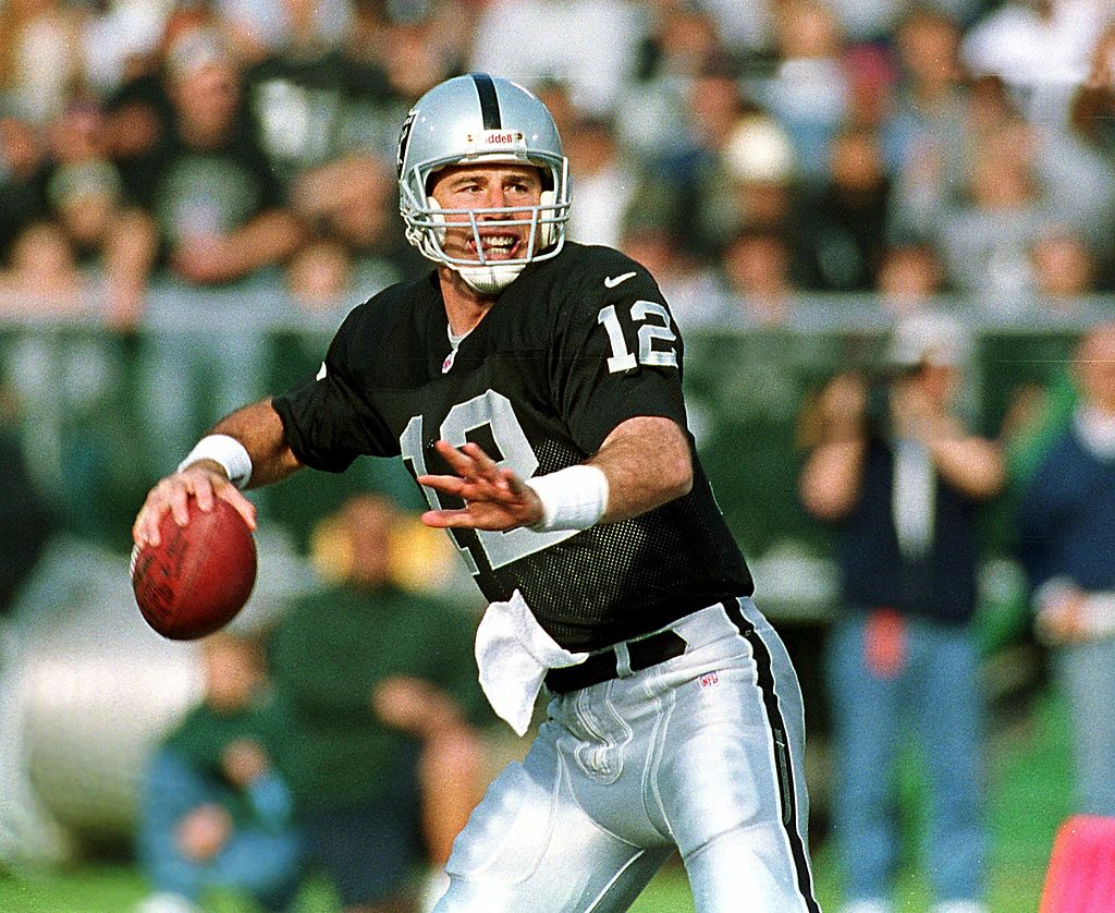 Rich Gannon back to pass against the Seattle Seahawks during first quarter action 05 December 1999 in Oakland