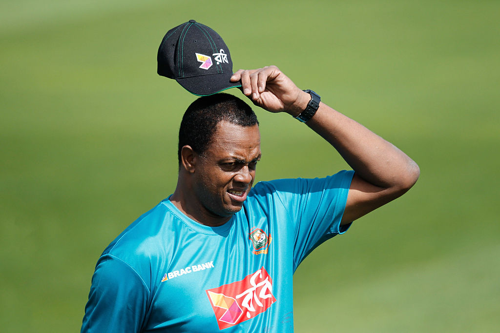 courtney walsh is one of the most decorated cricket bowlers in history