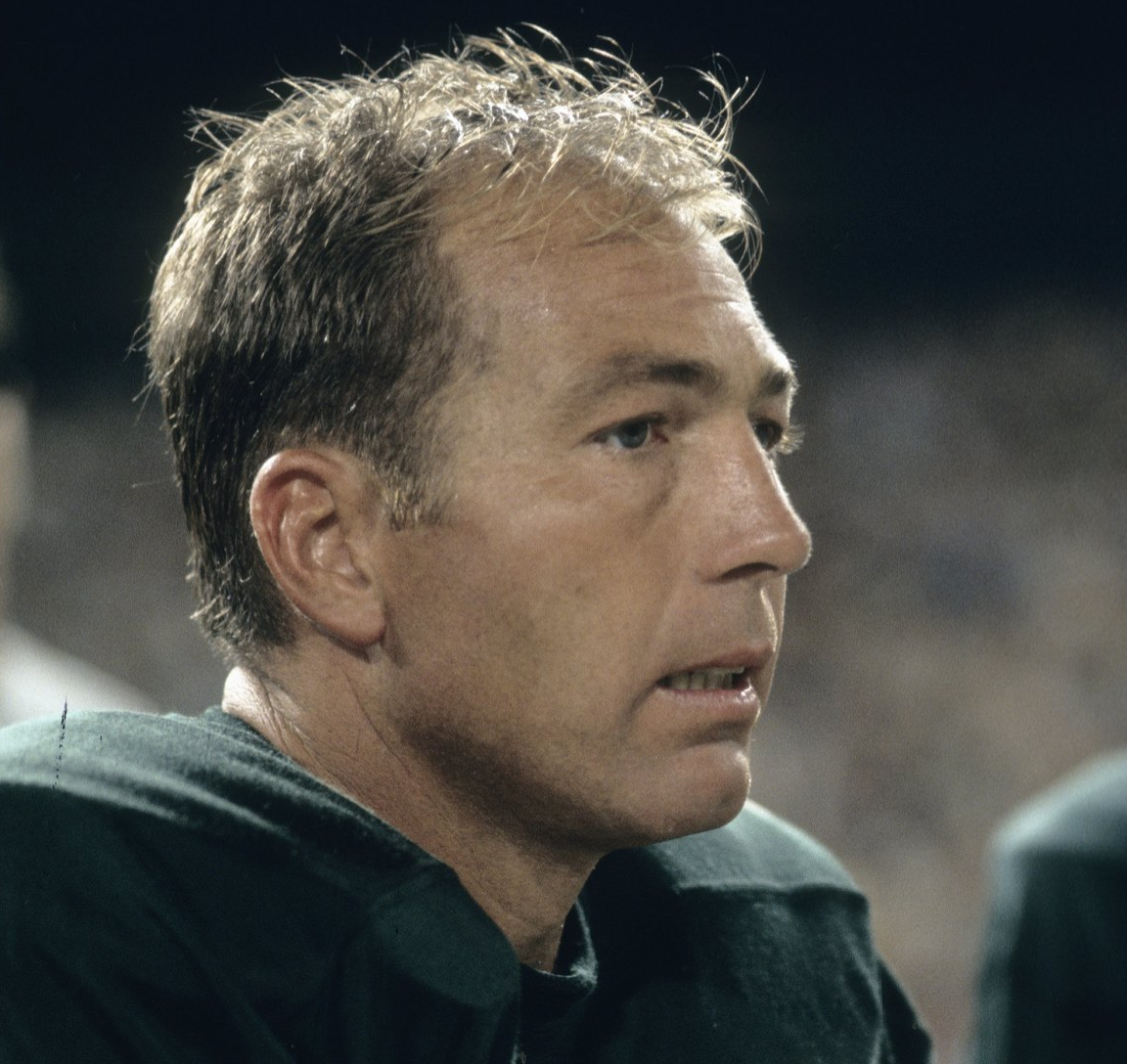 bart starr growing up had a broken relationship with his father.