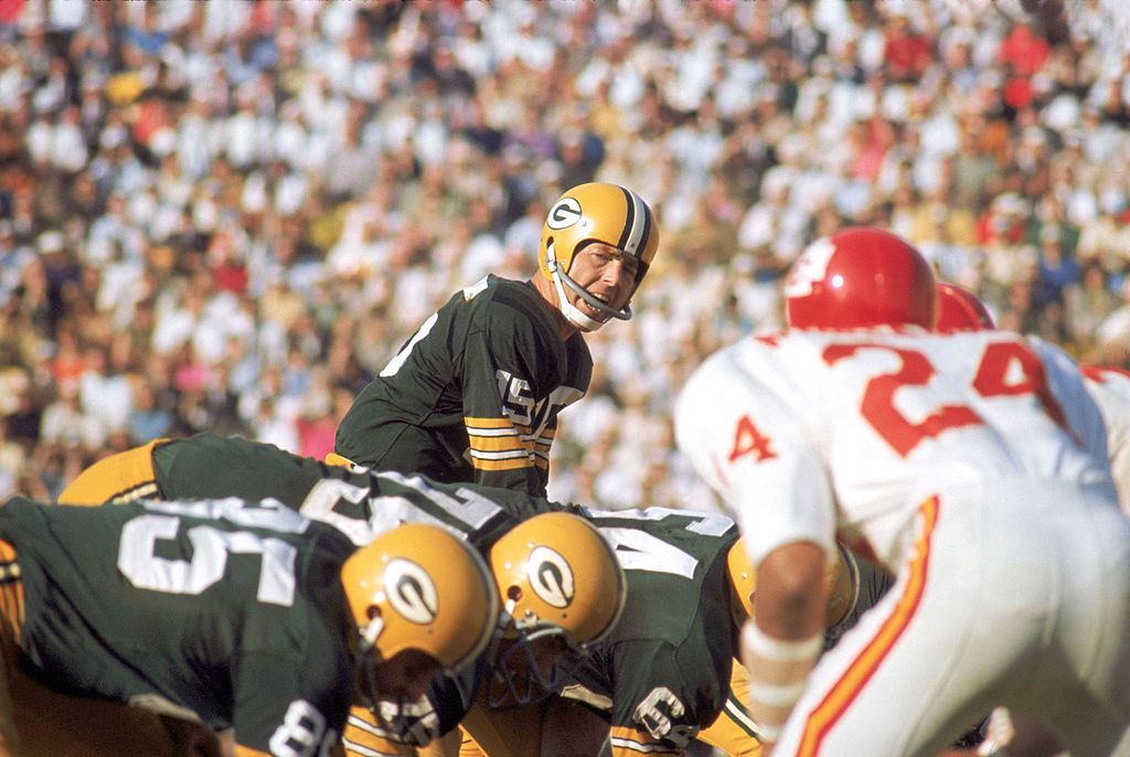 bart starr won back to back championships against the New York Giants early in his career.