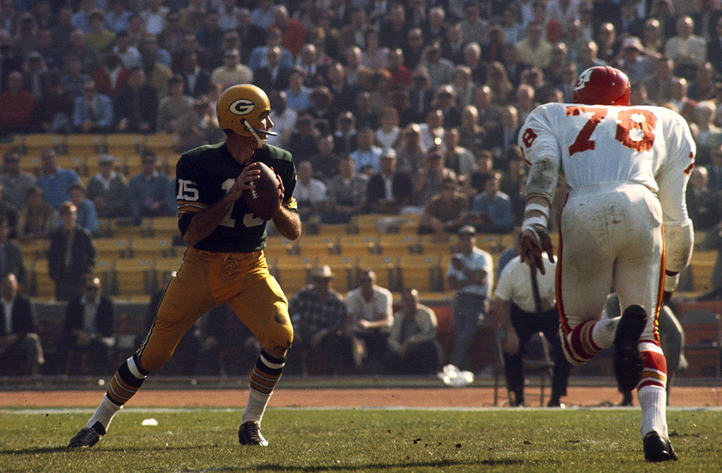 bart starr won the first super bowl against the chiefs by a score of 35-10
