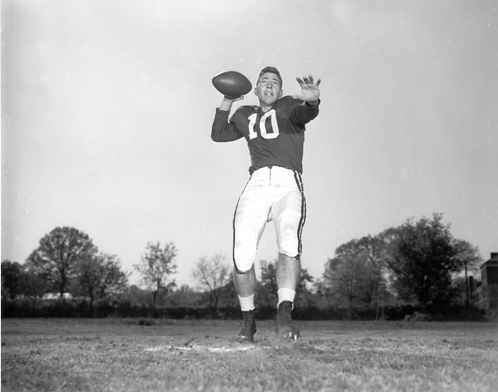 bart starr went to Alabama to stay close to his girlfriend at the time