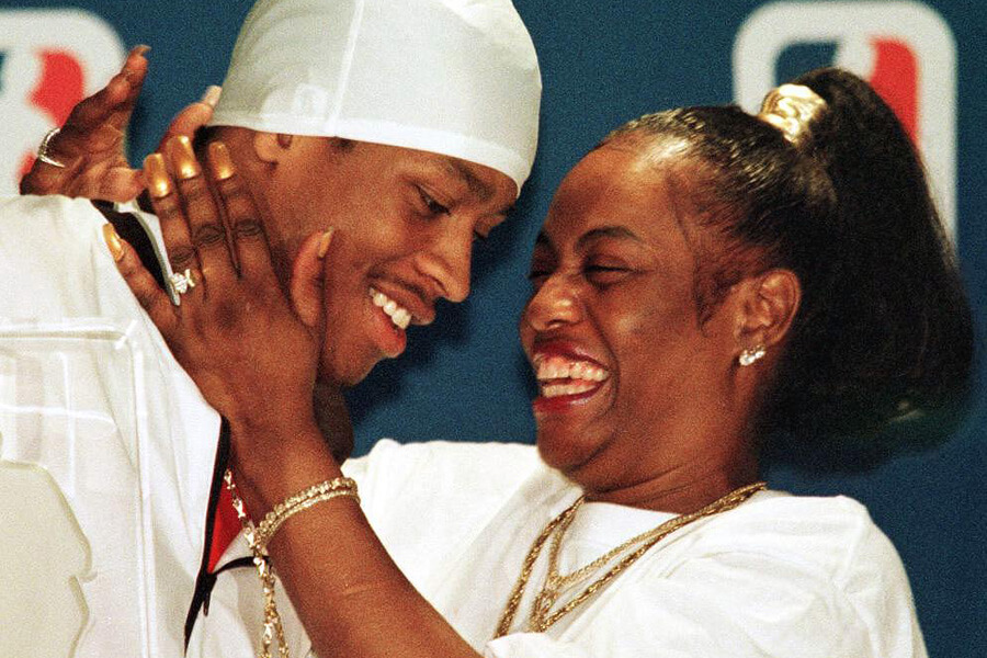 allen-iverson-and-his-mother-23945
