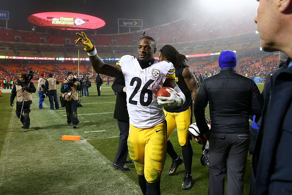 Running back Le'Veon Bell #26 of the Pittsburgh Steelers walks off of the field after the game against the Kansas City Chiefs in the AFC Divisional Playoff game at Arrowhead Stadium-631783074