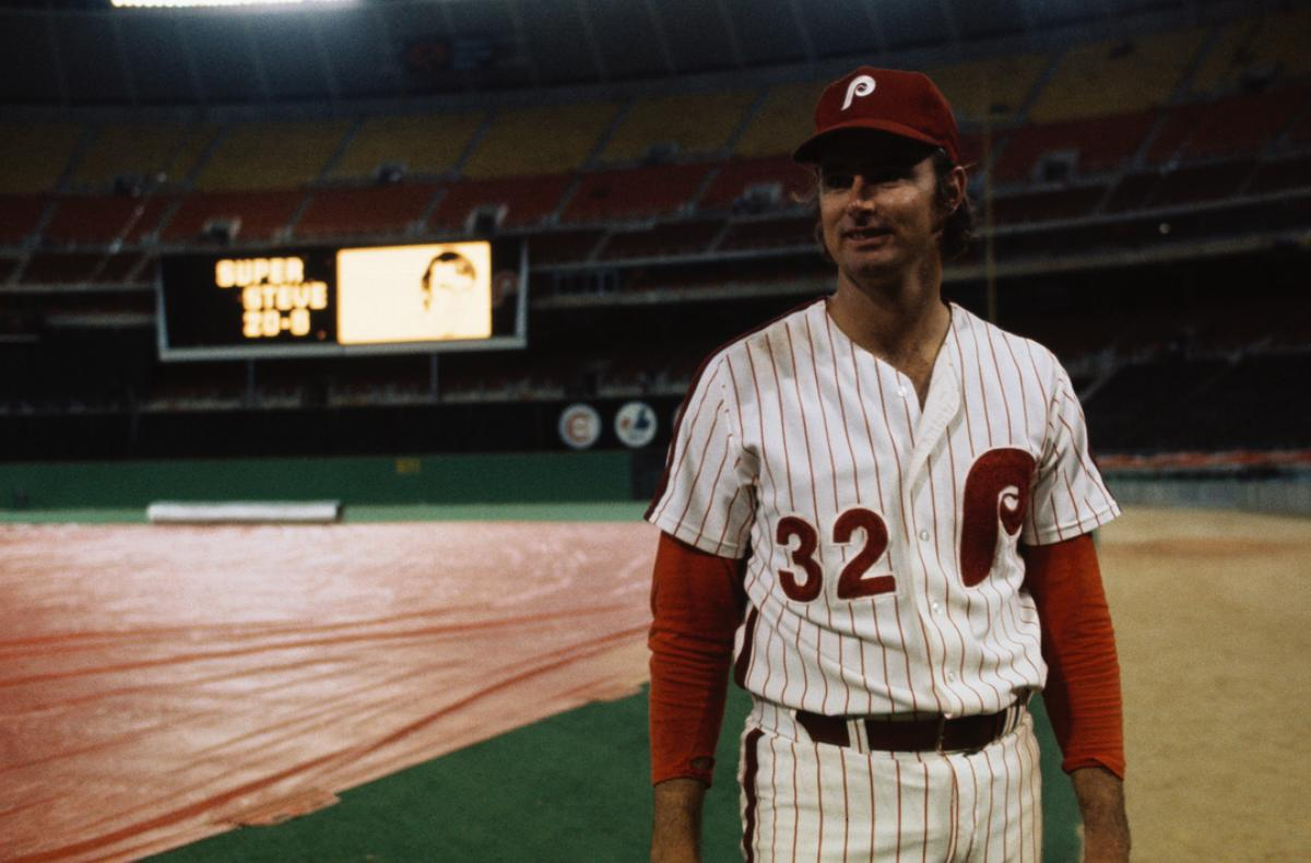 Steve Carlton, Philadelphia Phillies pitcher, acknowledges his fans after winning 20th game of the season.