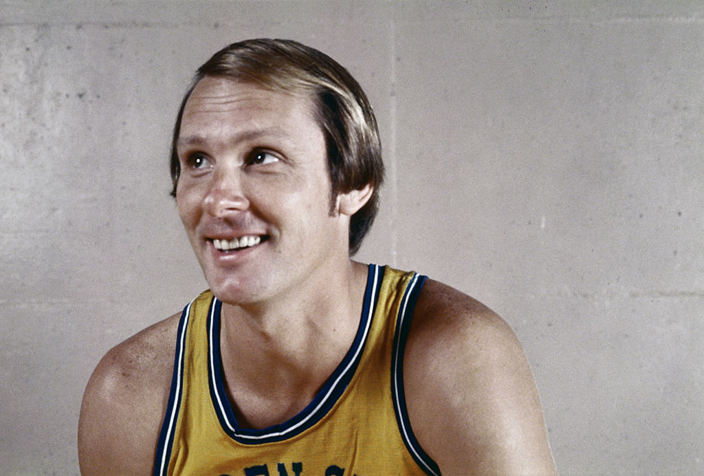 Rick Barry was inducted into the NBA Hall of Fame in 1987.