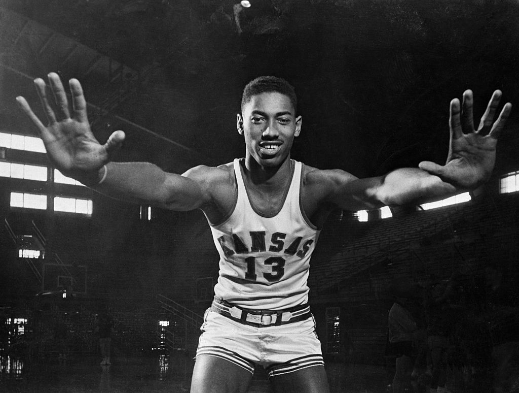 Wilt Chamberlain And Free Throw Dunks - 515588894