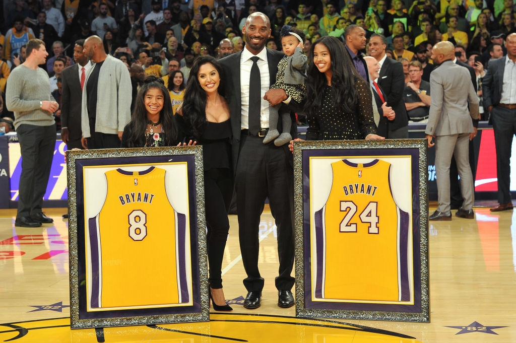 kobe bryant with his daughters