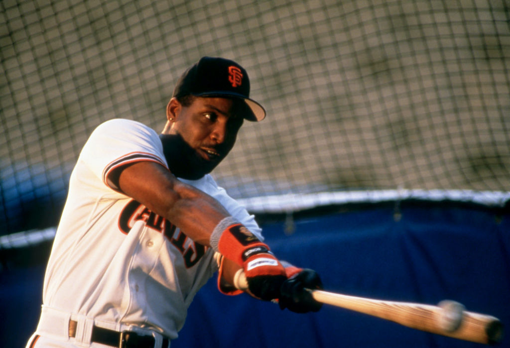 barry bonds swinging a bat