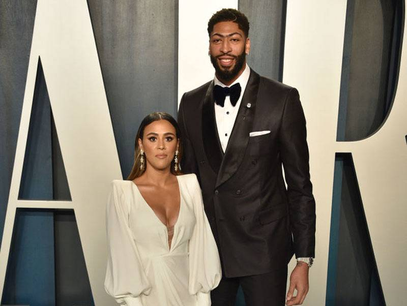 Marlen P. and Anthony Davis attends the 2020 Vanity Fair Oscar Party