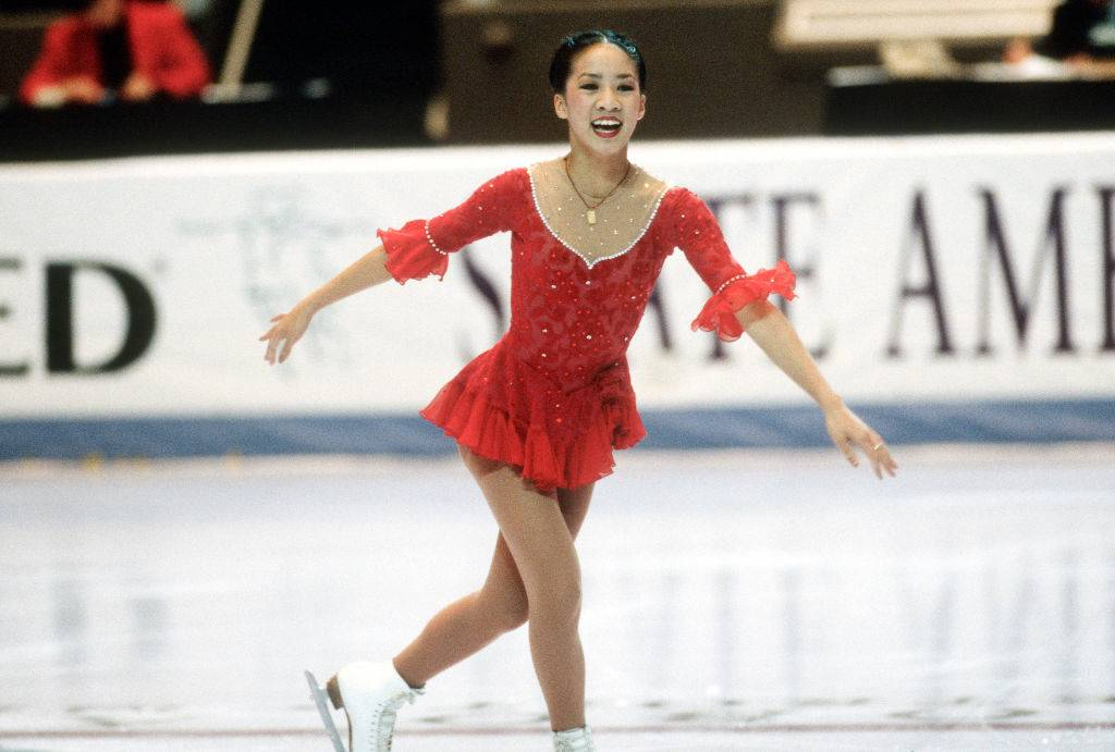 michelle kwan performing a routine