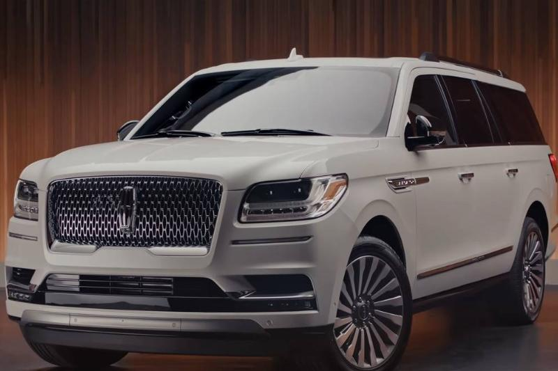 The-2019-Lincoln-Navigator-Walkaround -In-the-Spotlight-_-Lincoln-0-8-screenshot-38240