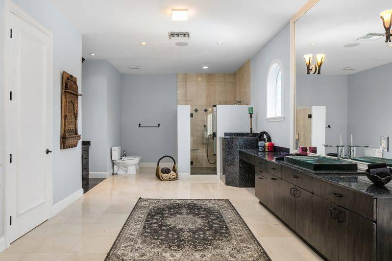 shaq-master-bathroom-2
