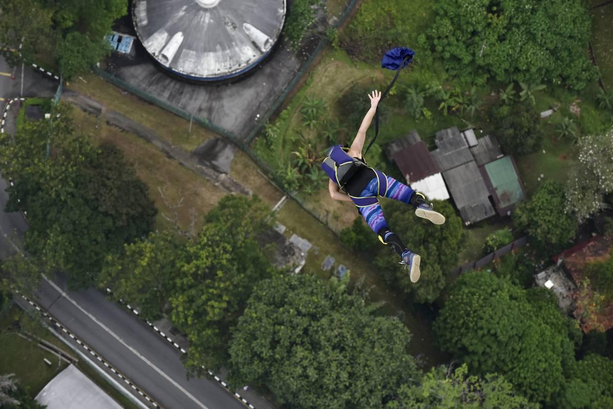 base jumping athlete