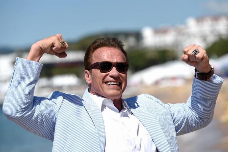 Arnold Schwarzenegger flexing his muscles