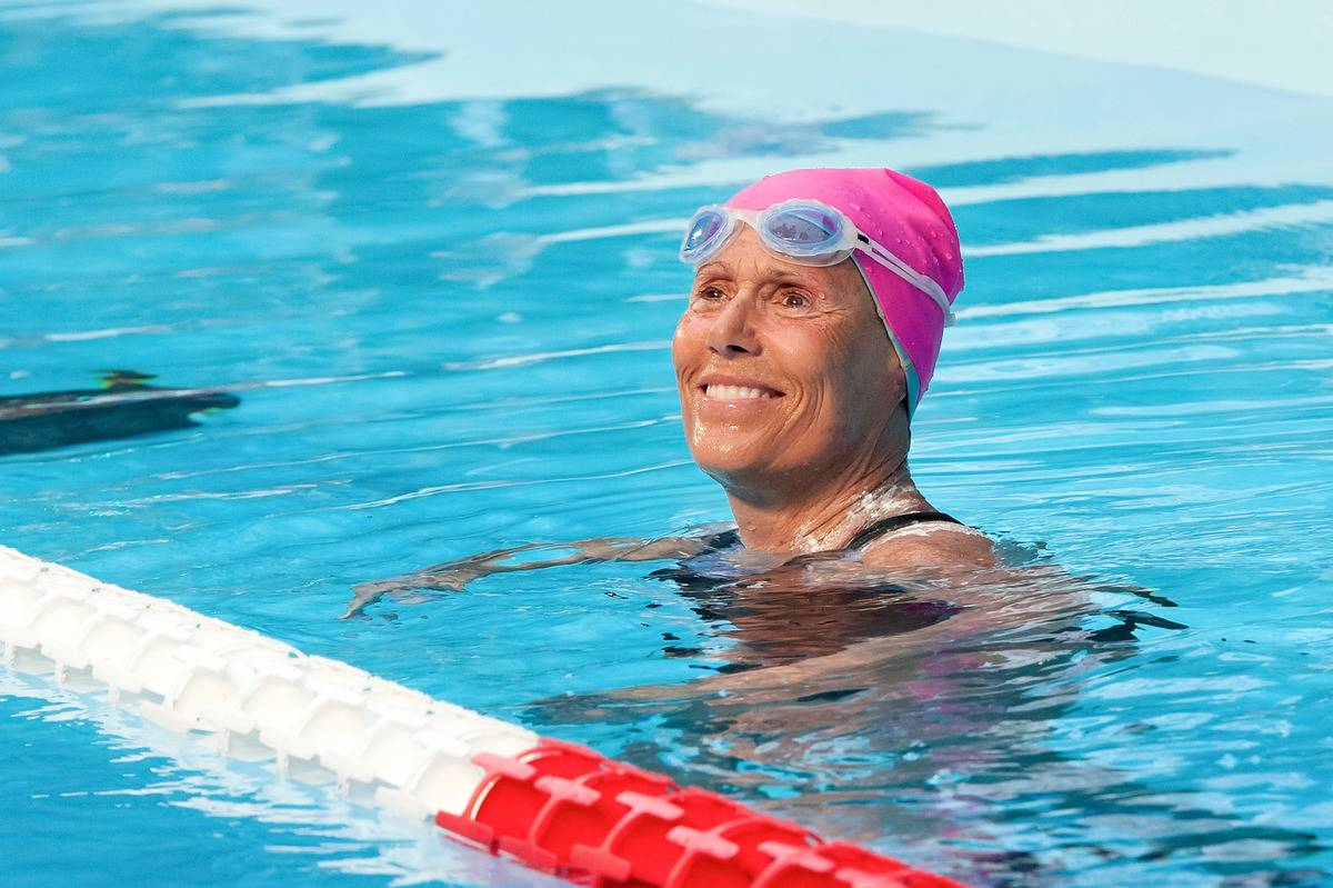 Diana Nyad smiles in a swimming pool.