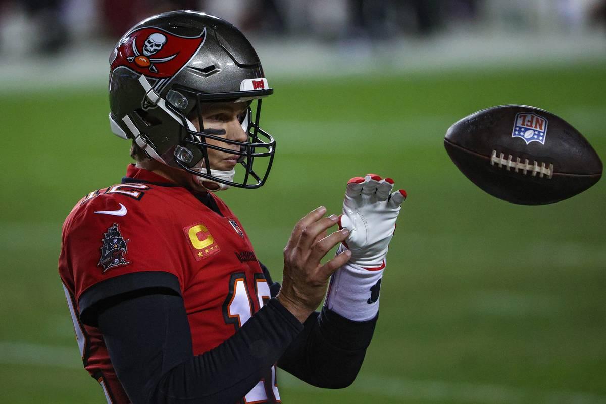 tom brady catching a football