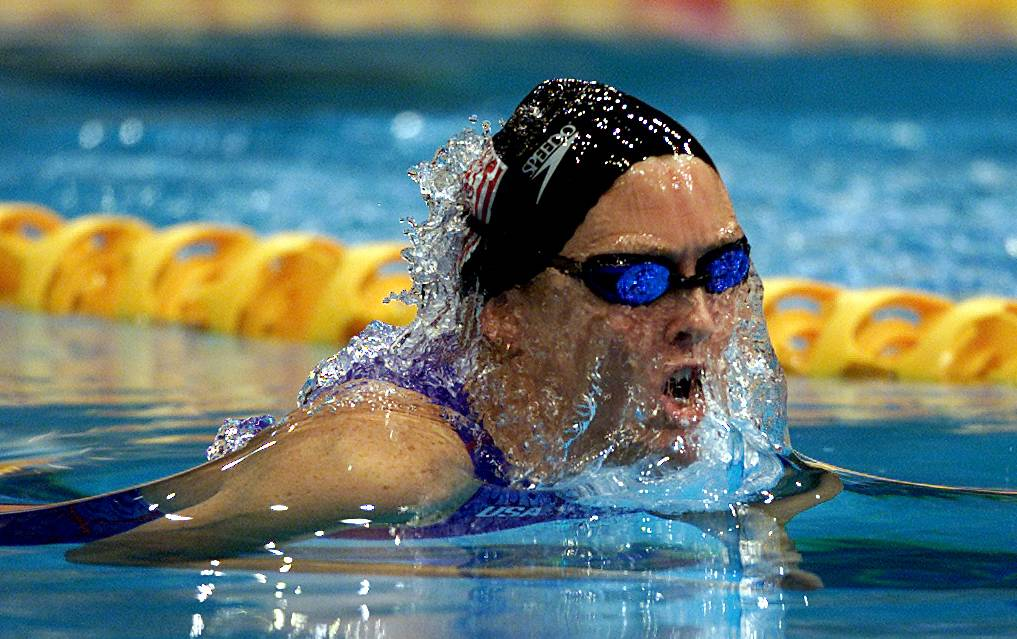 Trischa Zorn swims at the 2000 Paralympic Games.
