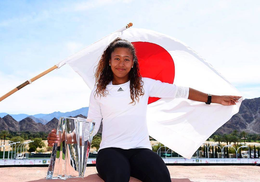 Naomi osaka with flag of her country